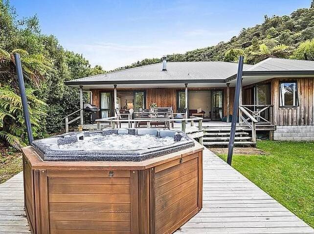 Lagoon Retreat - Lake Tarawera Holiday Home