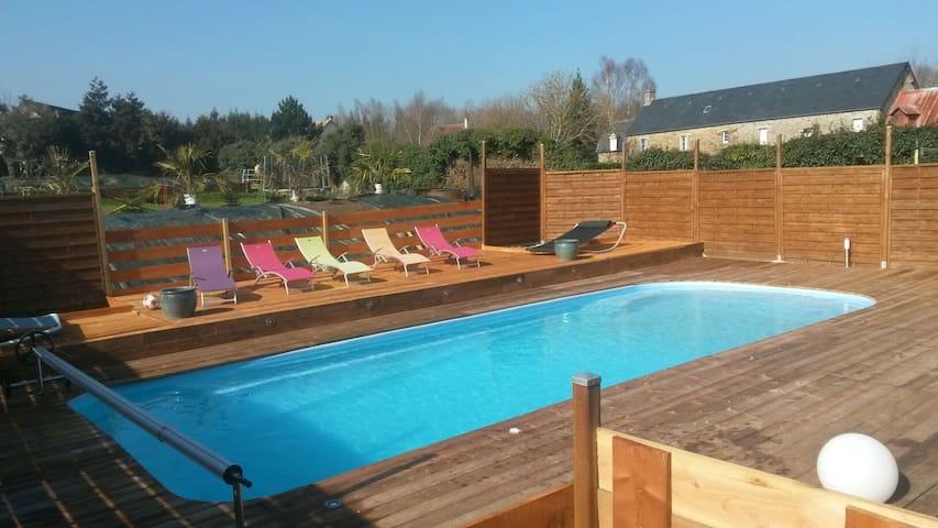 Chambre privée  piscine chauffée jacuzzi
