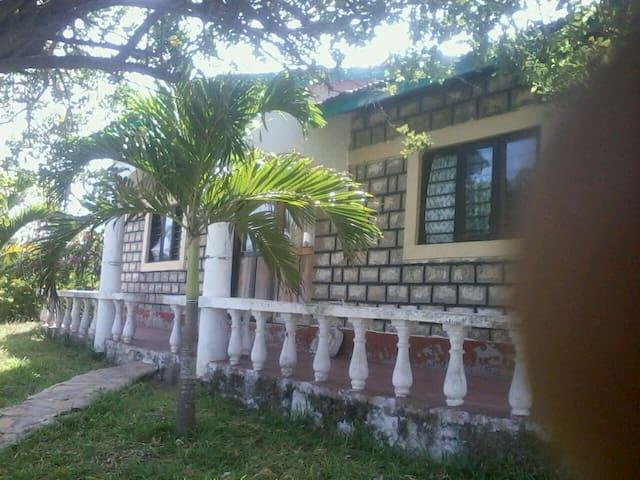 4 bedroom beach front villa - Tiwi - 別荘