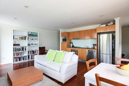 Lovely two-level house in Glebe w secure parking - Forest Lodge