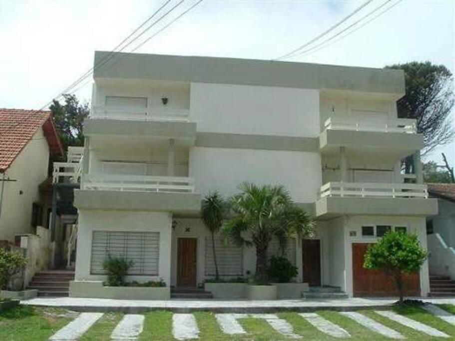 Departamento 3 ambientes 139 y 2 villa gesell tiempo for Villas en argentina