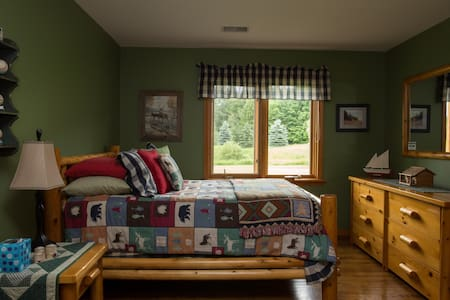 Northern Michigan Getaway - ROOM B - House