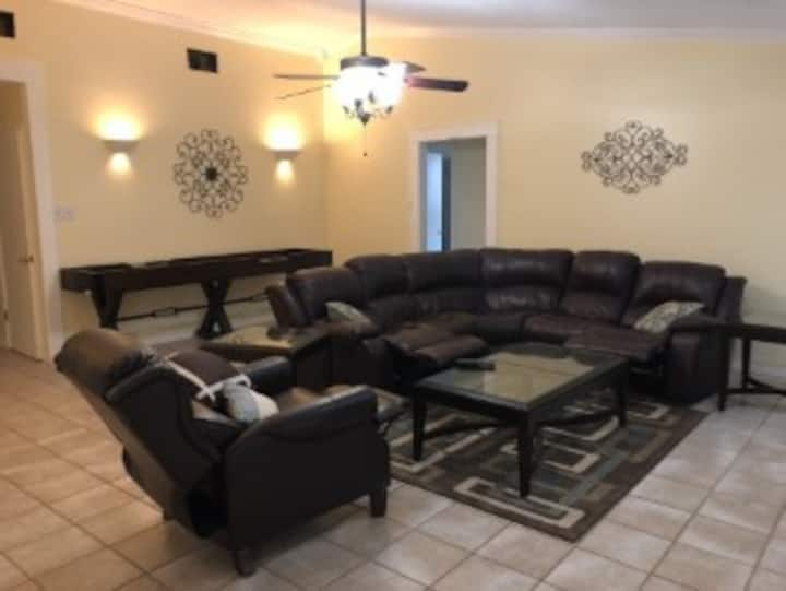 4 bed 2 bath with Hot Tub!  The Coffee House
