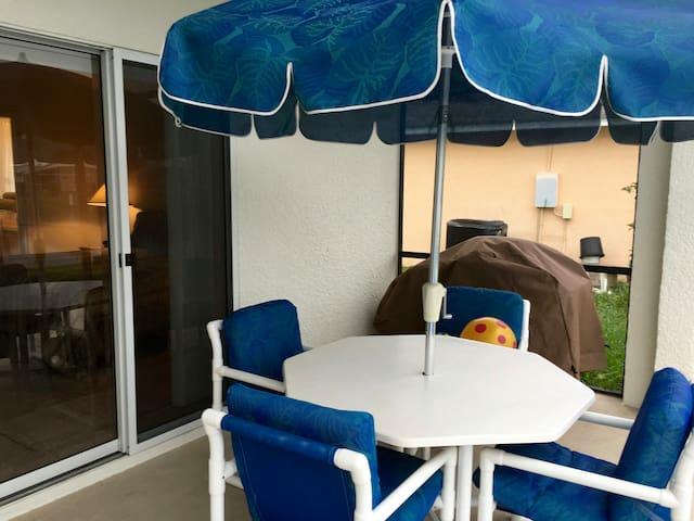 Disney 4 bed 3 bath pool on lake SE - Kissimmee - Hus