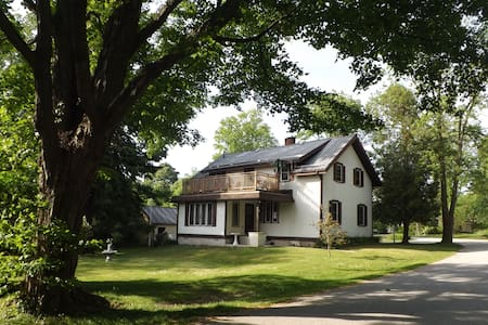 A private retreat in the centre of Bayfield!