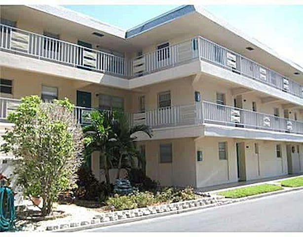 Condo for summer rental near Gulf Beaches,  FL