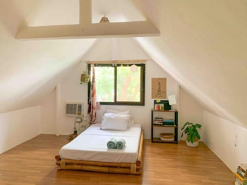 Cozy Homestay in an Attic Studio