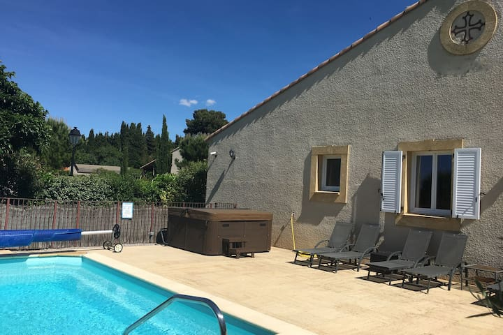 Welcoming Villa with Pool in Montburn-des-Corbieres