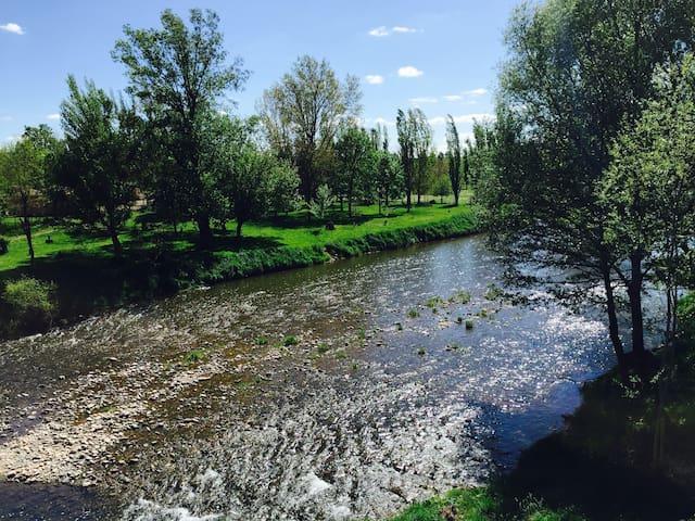Jolie maison en bord de riviere - Montlaur - Dům