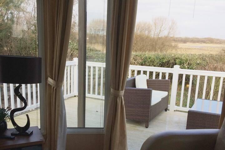 Marton Mere 3 Bed Lakeside Home (8 birth)