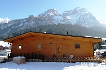 Cosy, modern chalet, near Gstaad, amazing views!