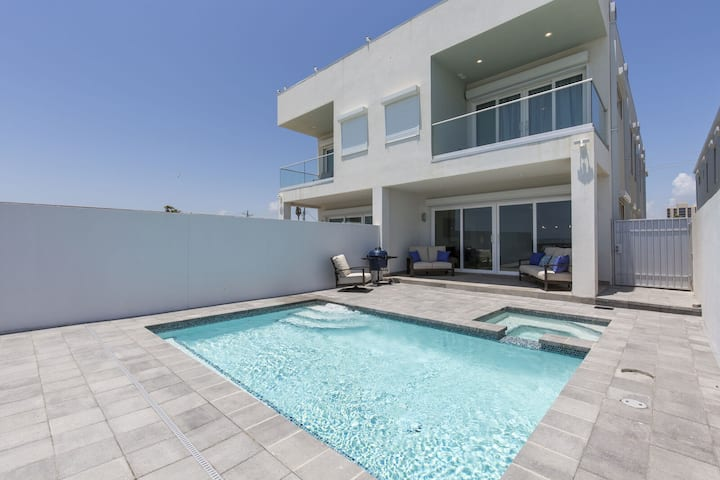 Beachfront Home with Ultra Modern Interior & Private Oceanfront Pool/Hot Tub!