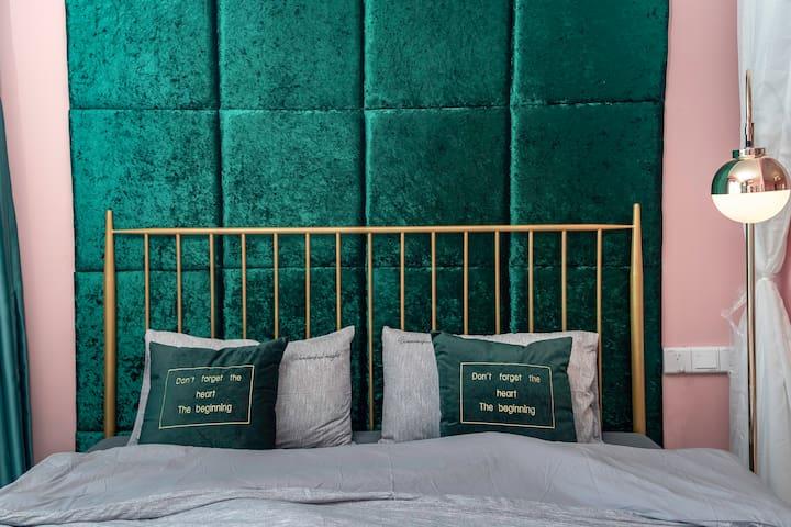 【桃子】 无敌海景一居室 躺在床上看海/椰梦长廊/不住后悔系列/出门就是大海与沙滩 /