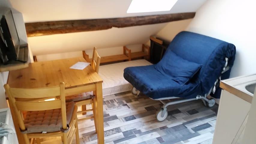 Tennenhöhle, Miniwohnung im Haus am Burggraben