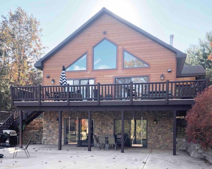 Hygge Haven: Lakeside Chalet-Family Memory Maker