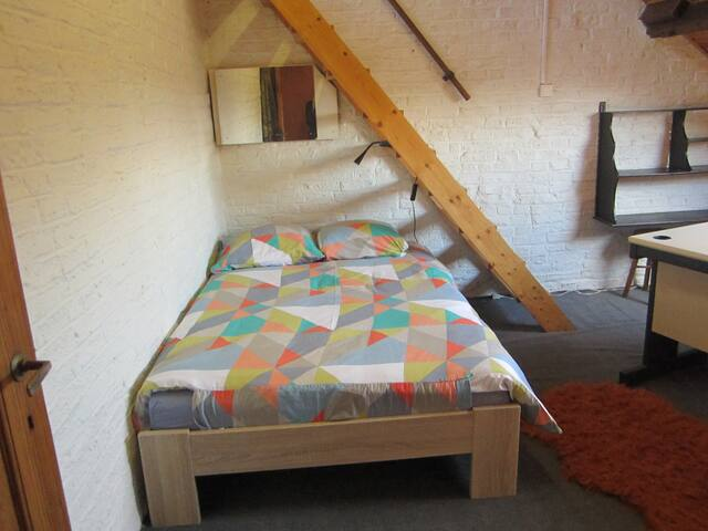 Chambre d'étudiant ou pour 2ou3pers - Namur - Casa adossada