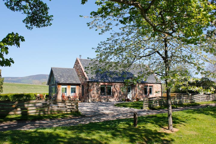 Luxury Highlands Cottage on the Cromarty Firth