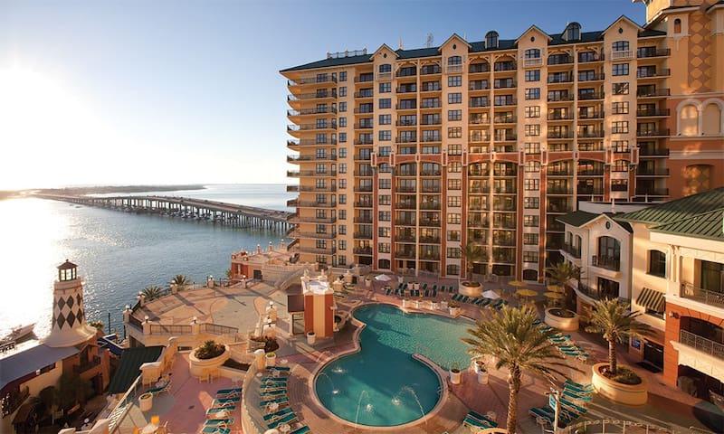 Emerald Grande Resort- Sleeps 8