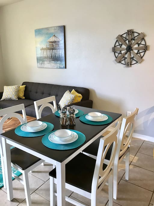 Dining table fits up to 4+ 4 counter seating