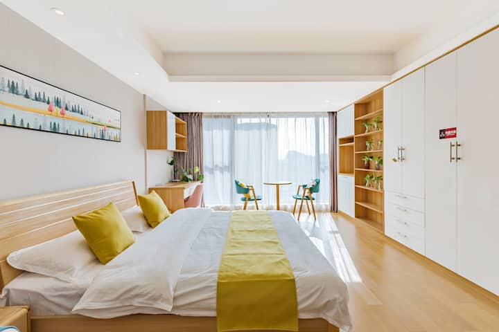 爱旅居 75平大床房 北欧现代风 落地窗带浴缸