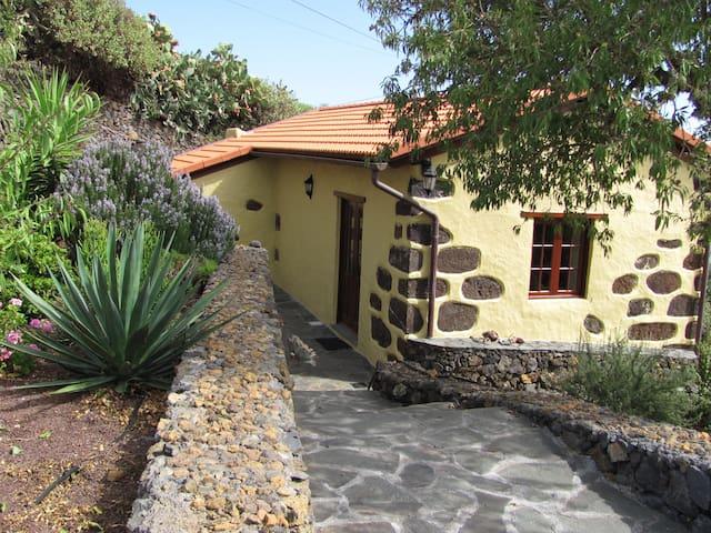 Schön restauriertes casa rural mit finca in Isora - Isora - House