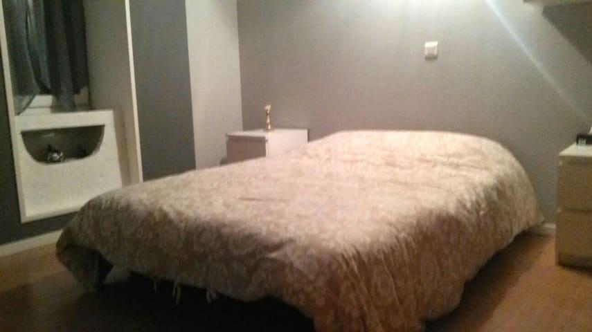 Chambre avec TV / 10 km St Vulbas - Saint-Sorlin-en-Bugey - Casa
