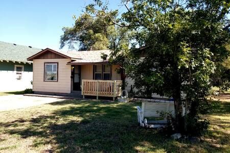 Memaw's House - Spacious 1100 sq ft Home!!
