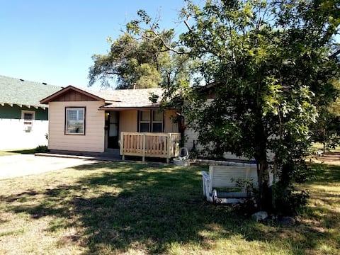 Memaw's House - Spacious 1100 sq ft Home