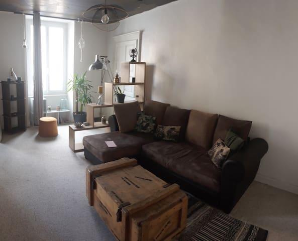 Vals les Bains, appartement calme, parking facile.
