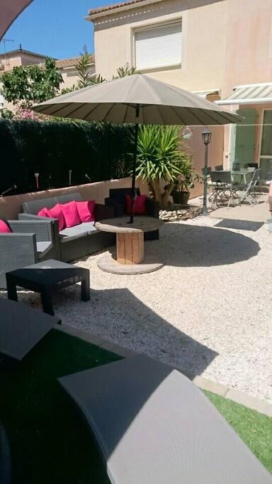 charmante maison avec jardin la valentine maisons louer marseille provence alpes c te d. Black Bedroom Furniture Sets. Home Design Ideas