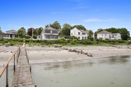 Unique frontline villa by the sea and the beach - Nyborg