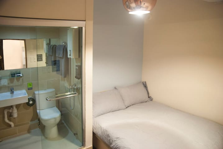 Tsim Sha Tsui: Cozy DoubleRm w/ Private Bathroom