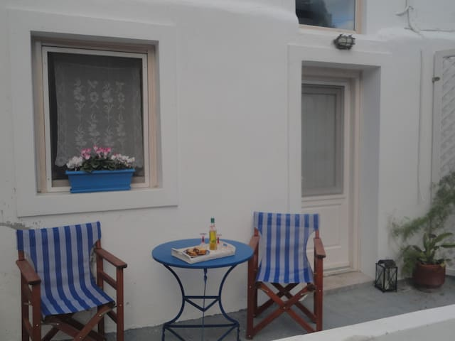 Calderimi, a cosy,warm and renovated house in Fira