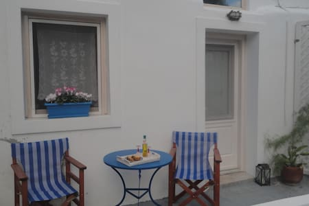 Calderimi, a cosy,warm and renovated house in Fira - Fira