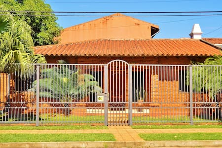 Casa-Hotel Exelente ubicación ! - Asuncion - House