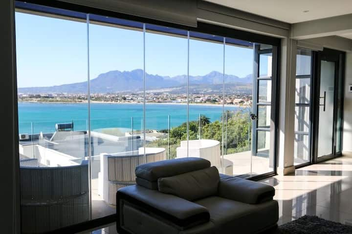LUXURY, ULTRA-MODERN SUITE/APARTMENT - SEA VIEW