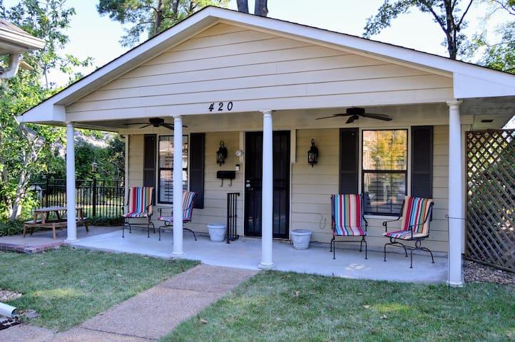 Quiet & Cozy 2-Bedroom East Memphis Guest House