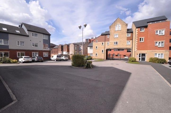 Duplex apartment (reduced rates) - Heywood