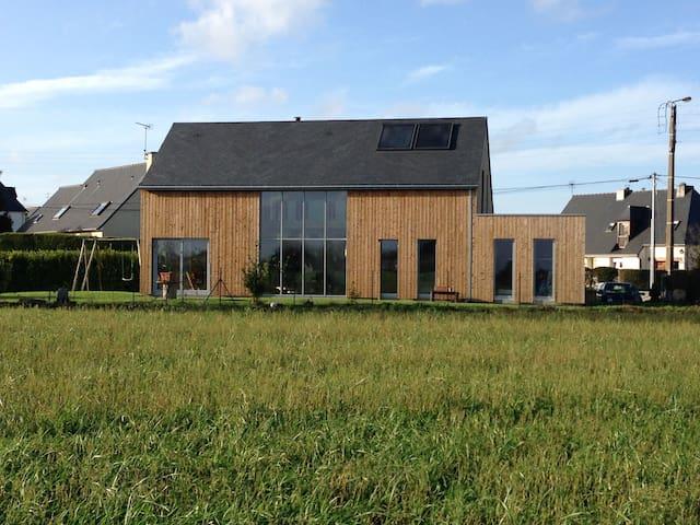 Maison écologique en bois proche de la mer - Pordic - Dům