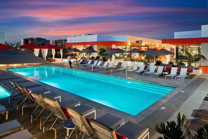 ***Luxury 2B/2Ba Apt: Near Disney, Beach & Airport