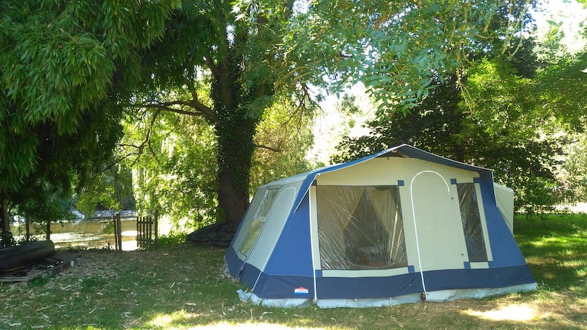 Grande tente 4-5 p.,  bord de Sèvre pr. Puy du Fou