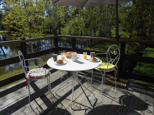 appart  avec terrasse près d'un étang - Saint-Gervais-en-Belin
