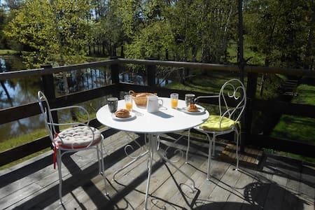 appart  avec terrasse près d'un étang - Saint-Gervais-en-Belin - Byt
