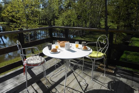 appart  avec terrasse près d'un étang - Saint-Gervais-en-Belin - Wohnung