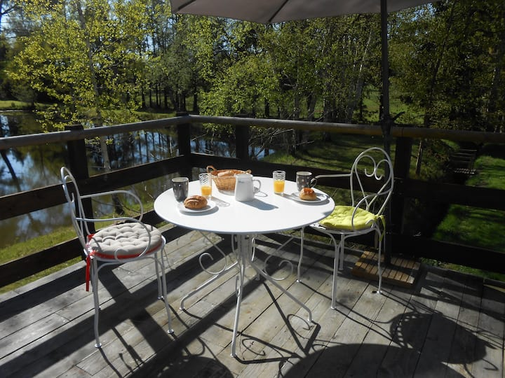 appart  avec terrasse près d'un étang