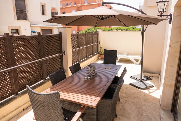 Light and airy 2 Bed apartment in Moraira centre.
