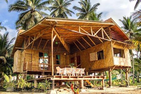 Casa entera frente al mar: isla Portete
