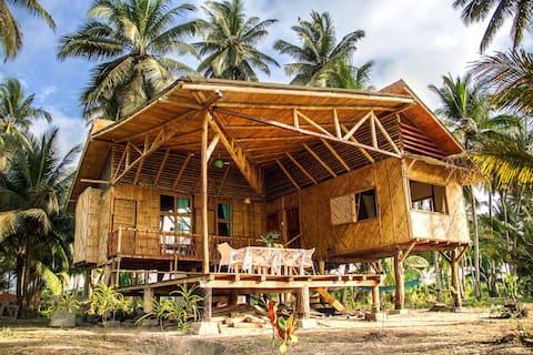 Eco house: tropical paradise of Portete Island