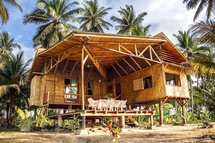 Eco house: tropical paradise of Portete Island