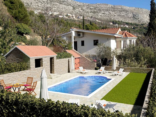 SPECIAL OFFER in June!! NEW!! Villa Vultana - Split - Vila